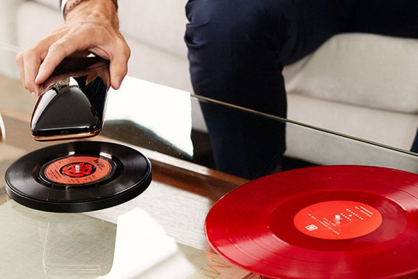 yves-behar-smart-turntable-432-2