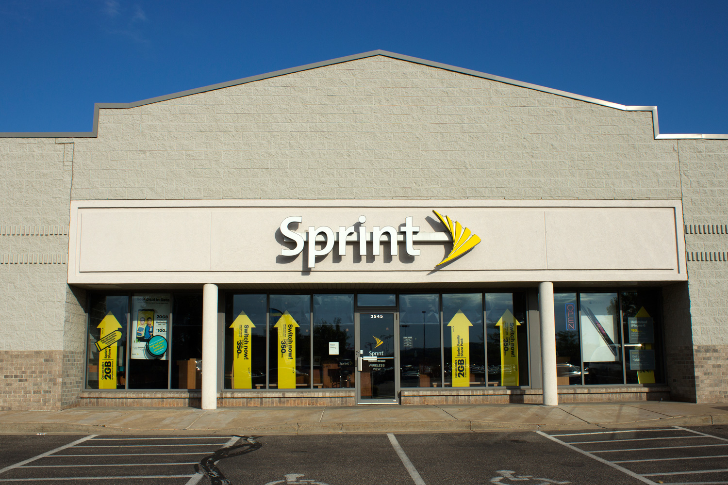 sprint-store-headquarters-hq-building-sign-logo