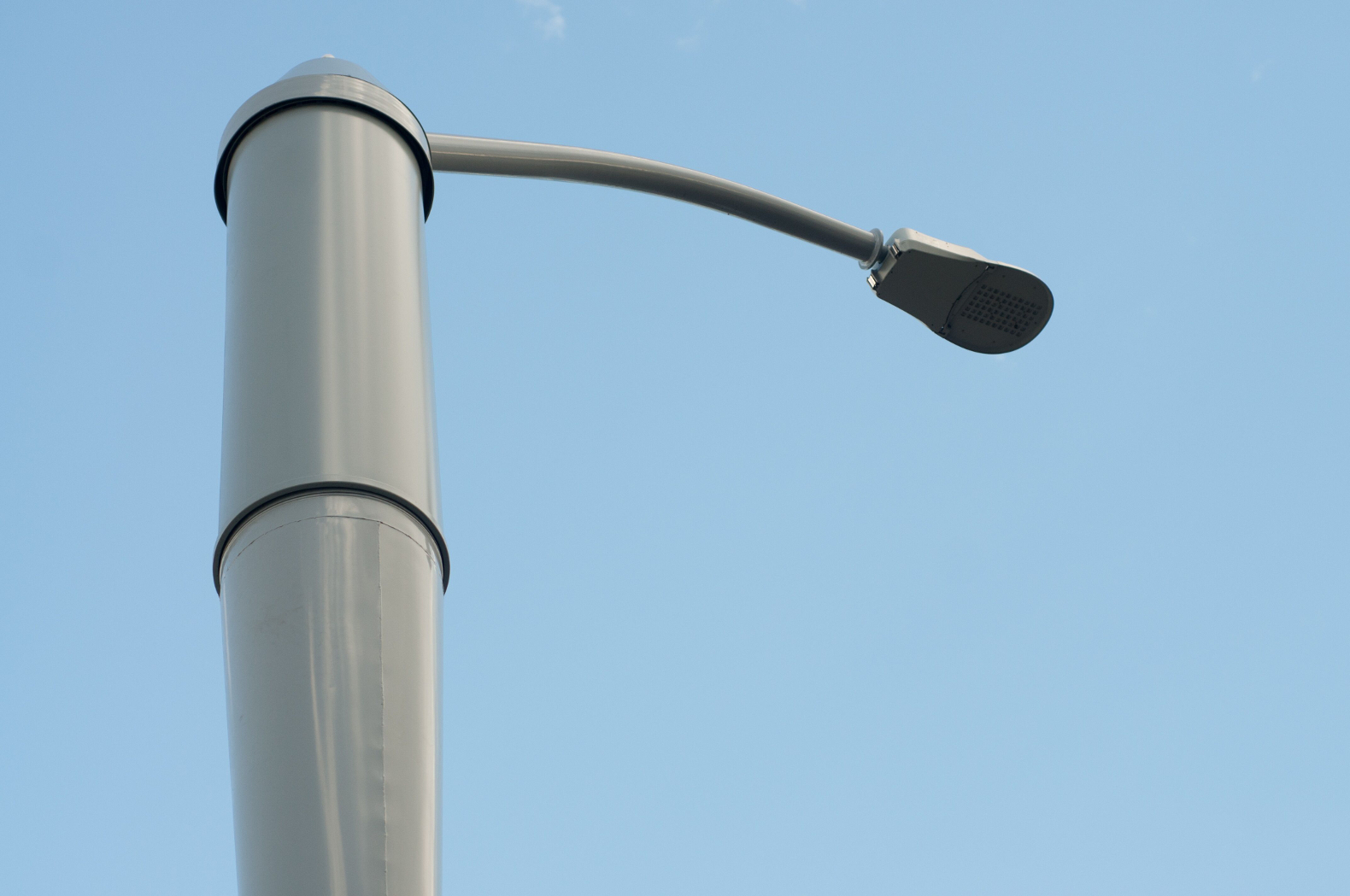 la-smartpole-street-lamps-by-philips-and-4g-lte-by-ericsson