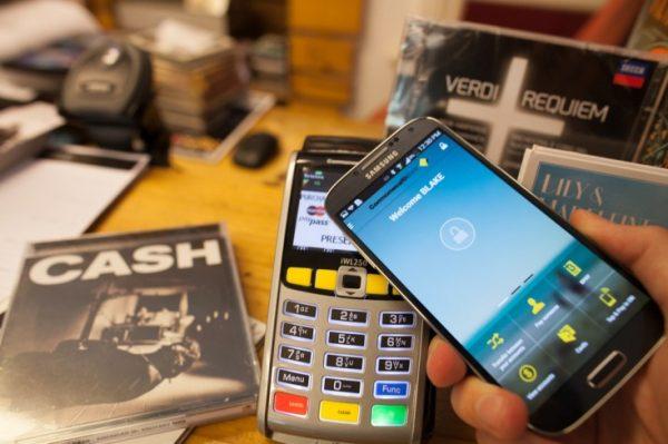 newsroom_photo_mobile-payment