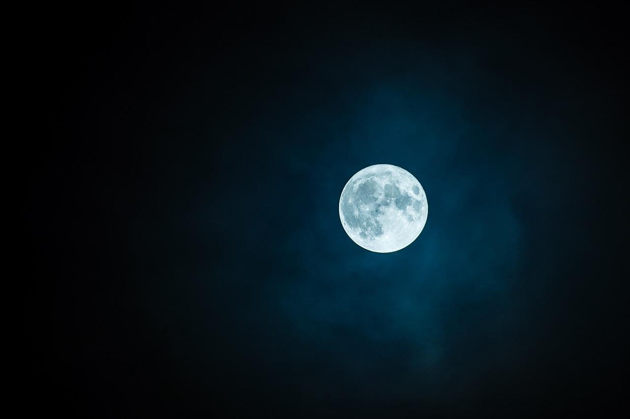 moon-1859616_1280