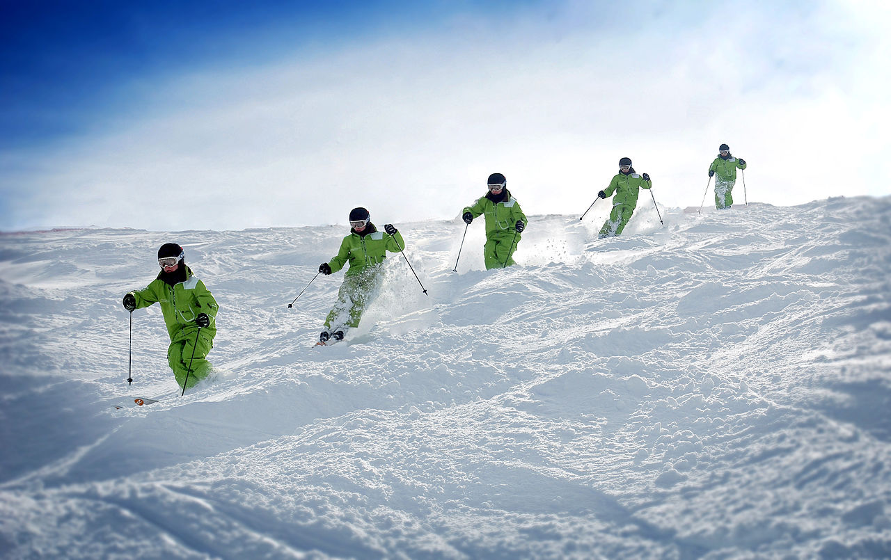 ben_cavet_skiing_the_moguls