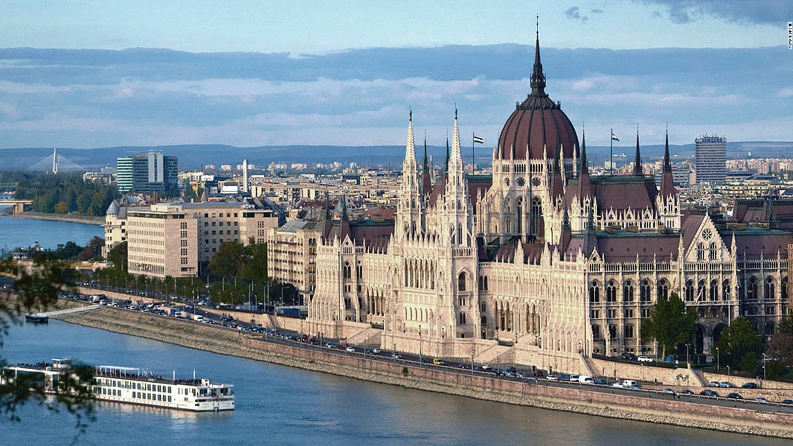 151008094710-insider-guide-budapest-main-full-169