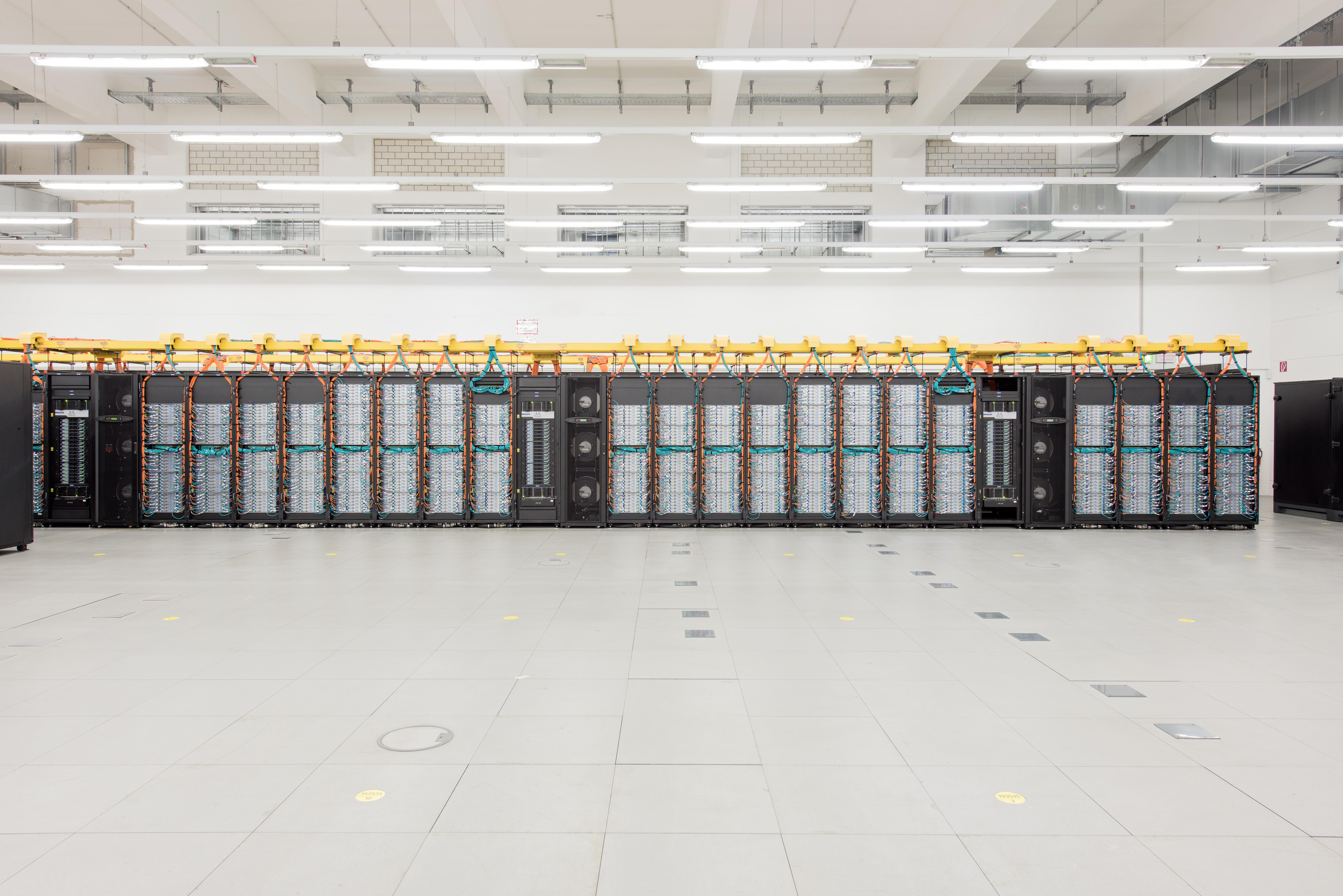 Hoechstleistungsrechners SuperMUC am LRZ Leibniz-Rechenzentrum Foto: Andreas Heddergott