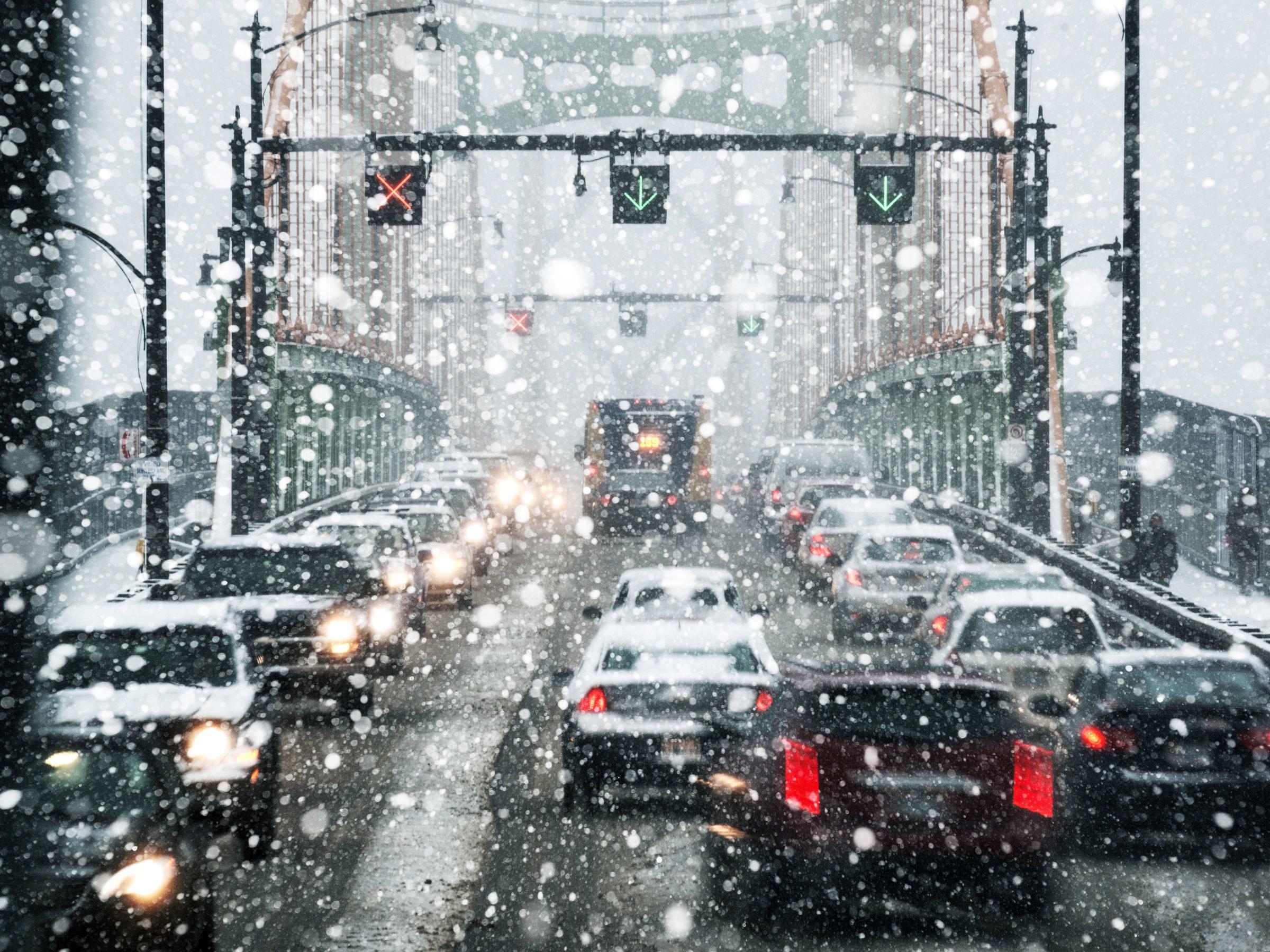 snowdriving-ta-525568925