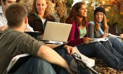 AK1NBP Group of college students outdoors studying. Image shot 11/2007. Exact date unknown.