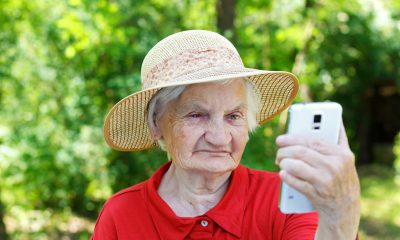 old-lady-using-new-flip-phone-e1438128281808