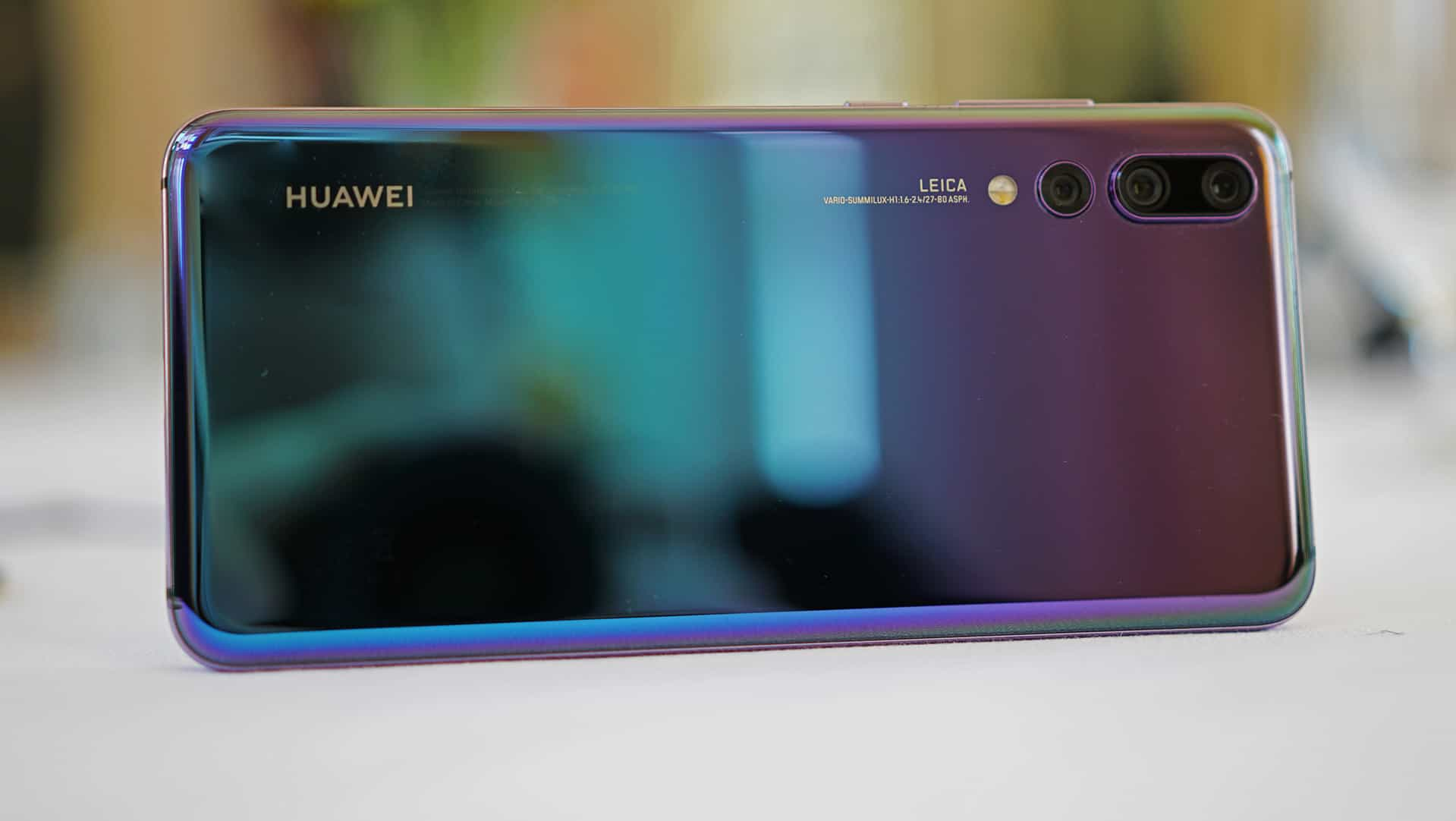 huawei-p20-pro-on-table