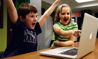 4408-kids-excited-at-a-laptop