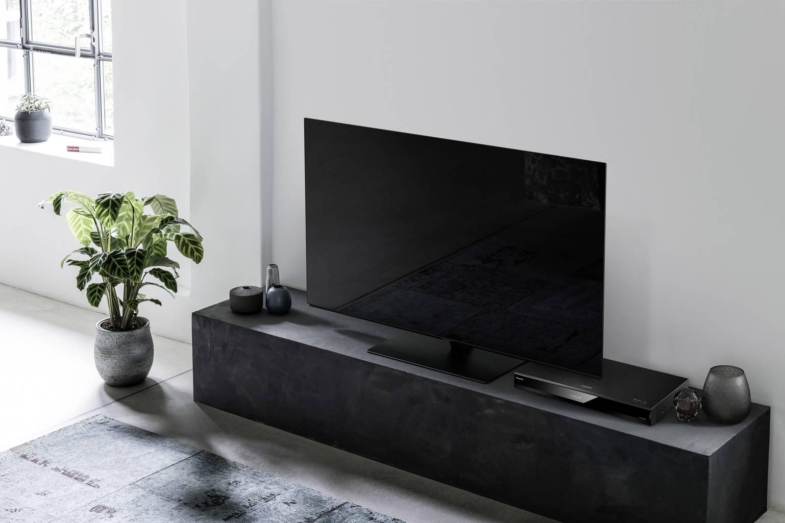uhd-blu-ray-player-panasonic-dp-ub824-4k-upscaling-wi-fi-smart-tv-amazon-alexa-support-google-assistant-support-black