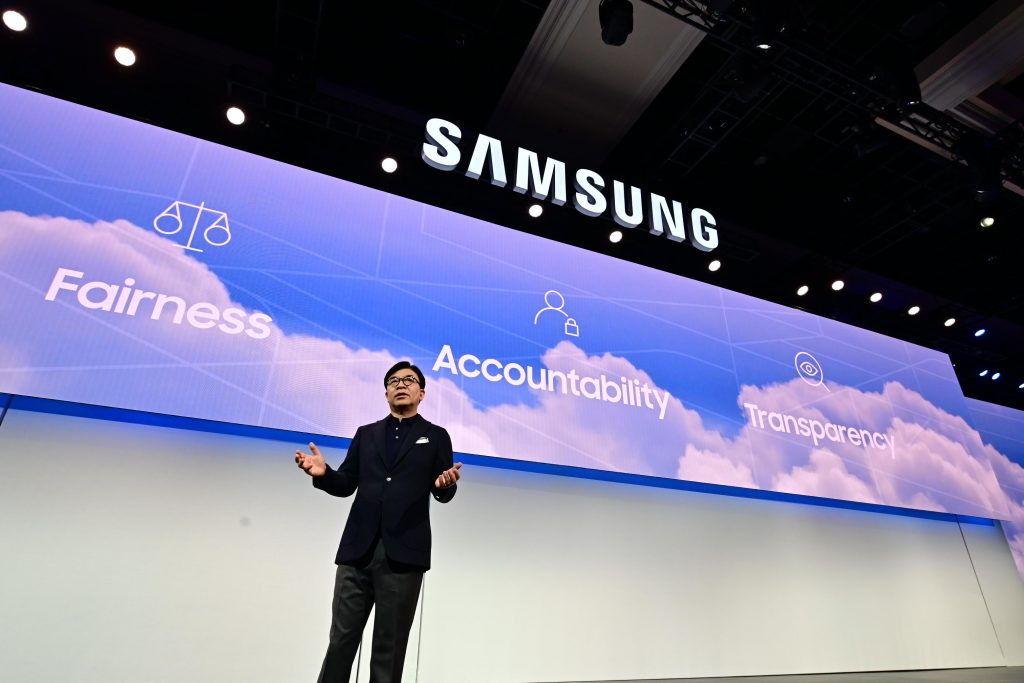 hs-kim-president-and-ceo-of-consumer-electronics-division-samsung-electronics-at-ces-2019-samsung-press-conference-3